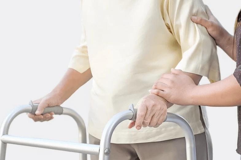 Перелом шейки бедра у человека после инсульта дома и пансионаты для престарелых в москве